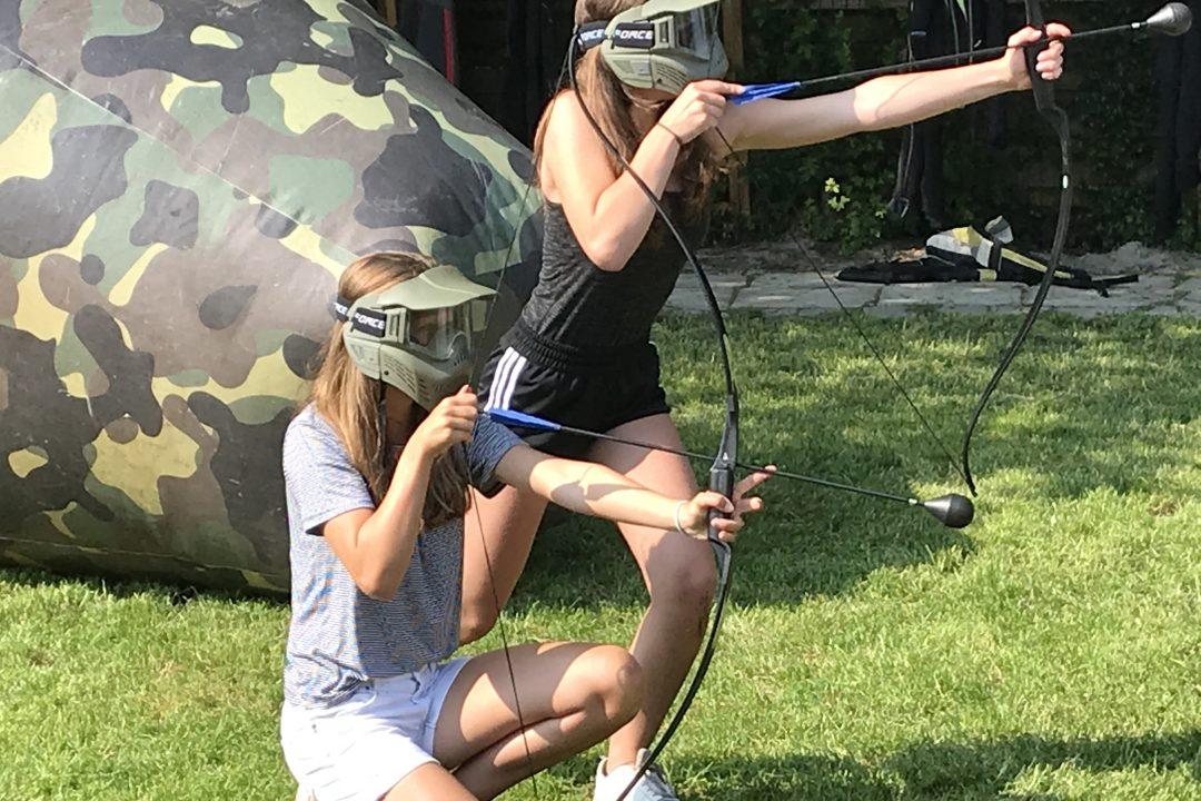 Archery tag tijdens een vrijgezellenfeest in Friesland