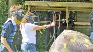 Archery tag tijdens een bedrijfsuitje in Friesland
